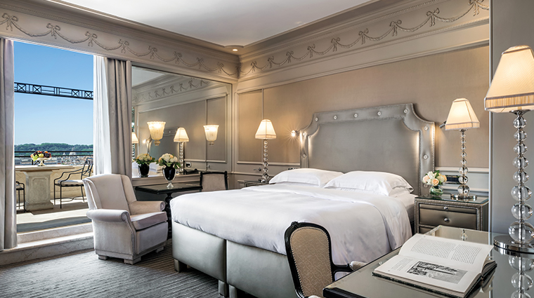 Elegant room in soft colours with incredible panoramic terrace ideal to host wedding guest