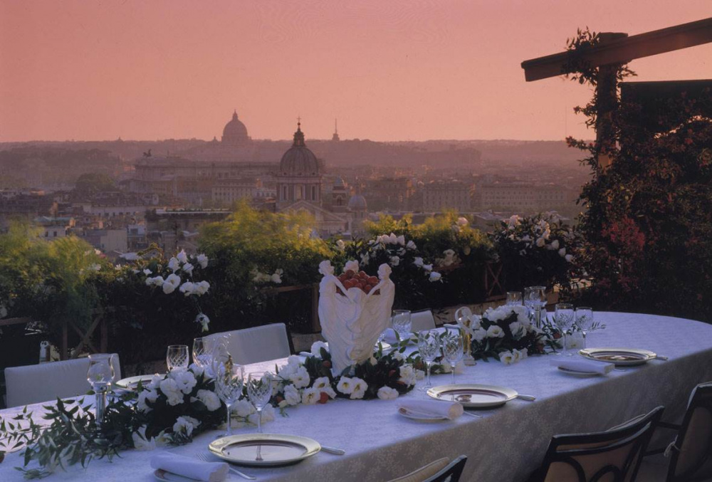 Sunset wedding dinner in one of the spectacular terraces of this amazing hotel for weddings