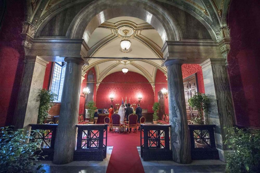 Wedding ceremony in Campidoglio Red Hall in Rome