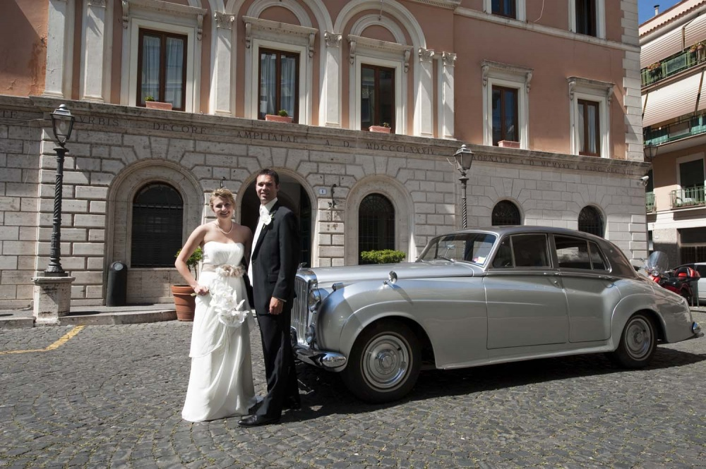 Bride and groom with grey vintage car in Rome