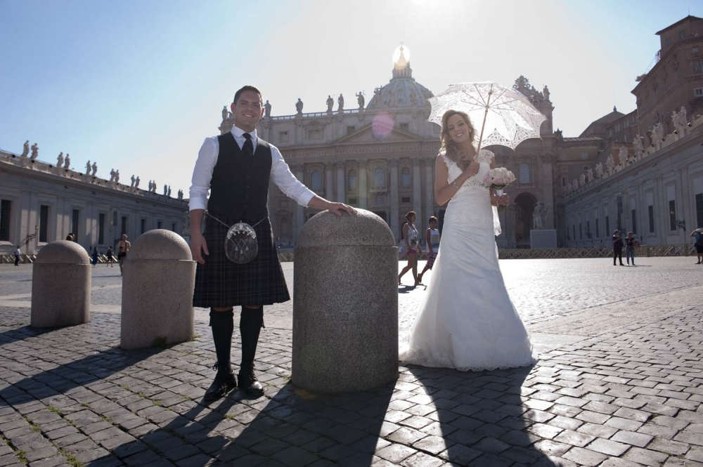 Bride and groom picture in Rome