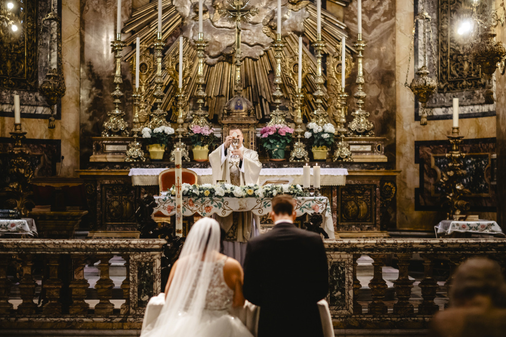 A sumptuous church for weddings and well-known baroque-style church in the heart of Rome