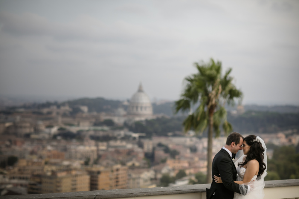 A beautiful love escape in Rome , overlooking the the splendid and unique St peter's dome