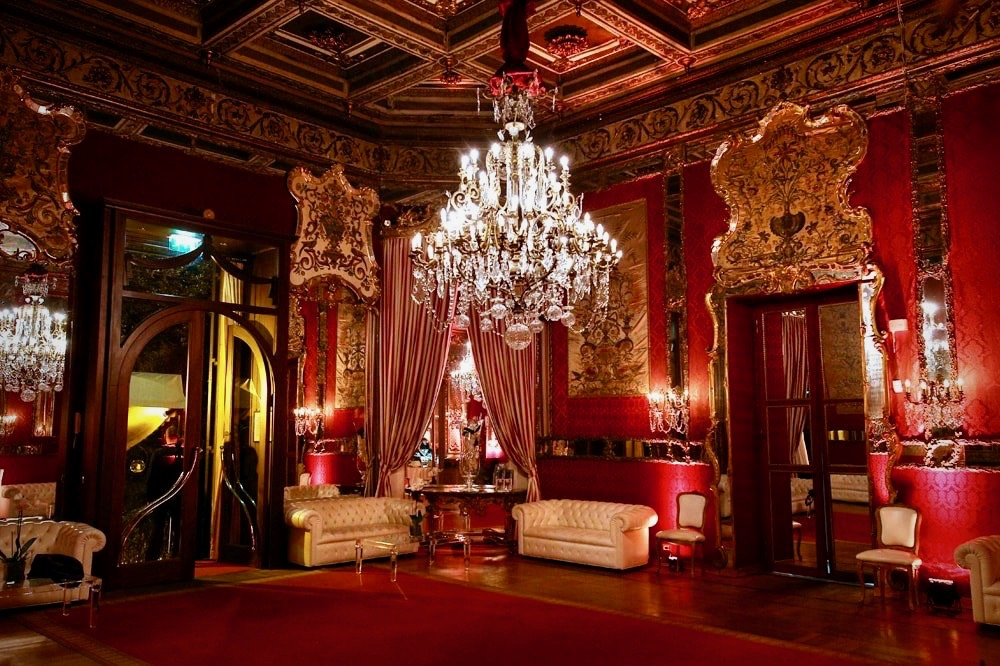 A gougeous and sumptuous red velvet hall with crystal chandelier for wedding receptions rome