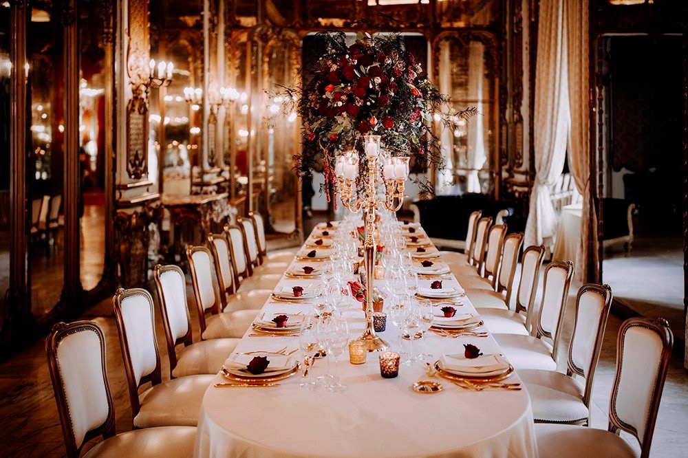 An elegant wedding table se-up with soft colours in elegant ballroom