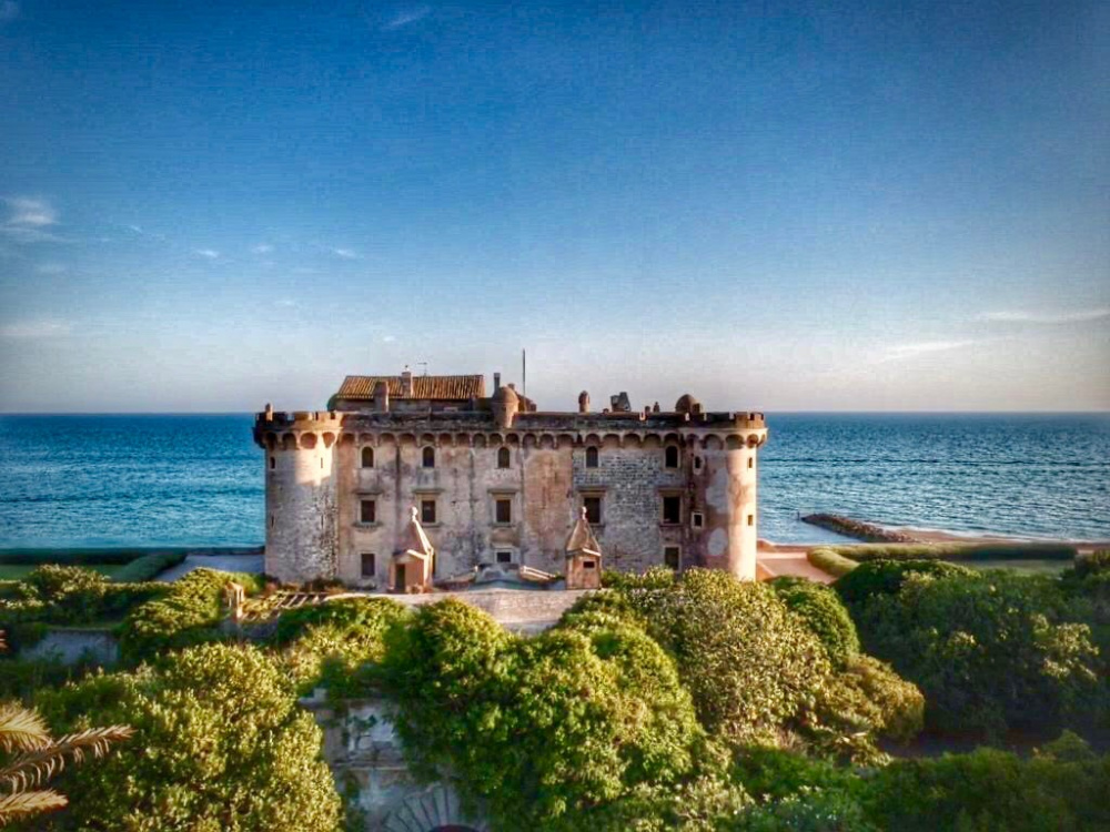 an amazing catch of the fairy tale wedding castle site by the coast near Rome