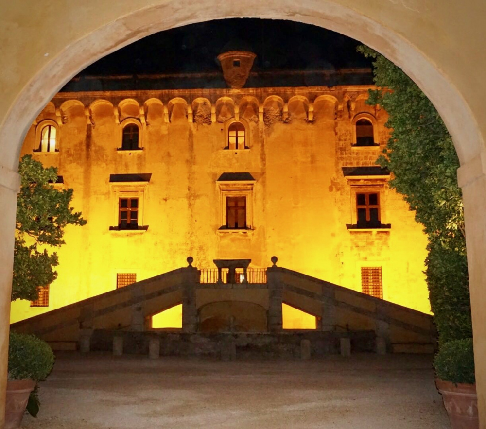 a glimpse of the main entrance of the castle for weddings in Romw night view