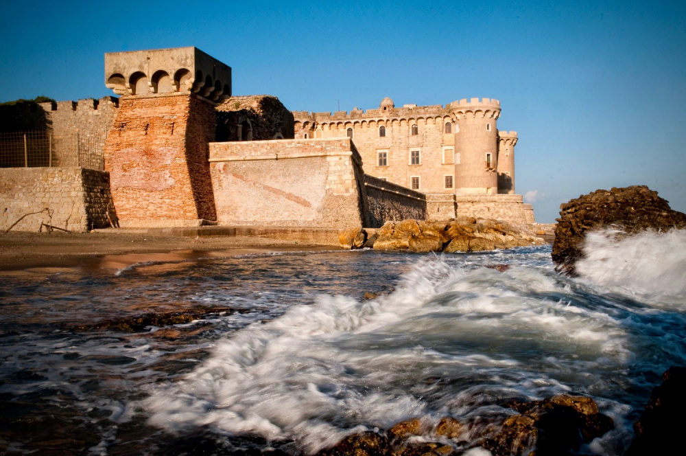 an amazing view of the fairy tale castle for weddings in rome by the coast