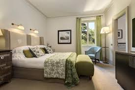 Bedroom with green details in an hotel in Rome for wedding guests