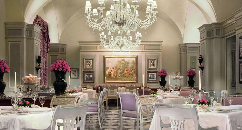 Elegant indoor room with chandelier in Rome for wedding dinners