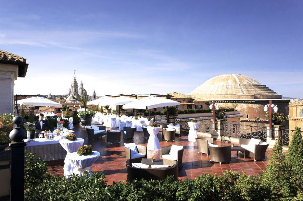 Roofgarden terrace with amazing view over the pantheon it's perfect set for wedding receptions