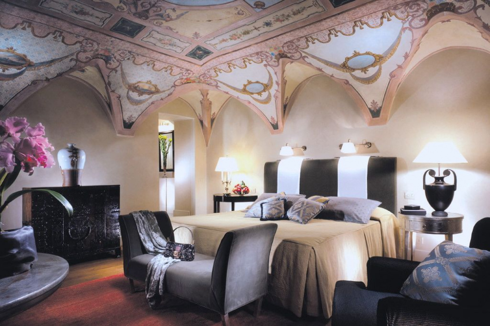 Romantic room for just married couples old and modern decors and beautiful frescoed ceilings