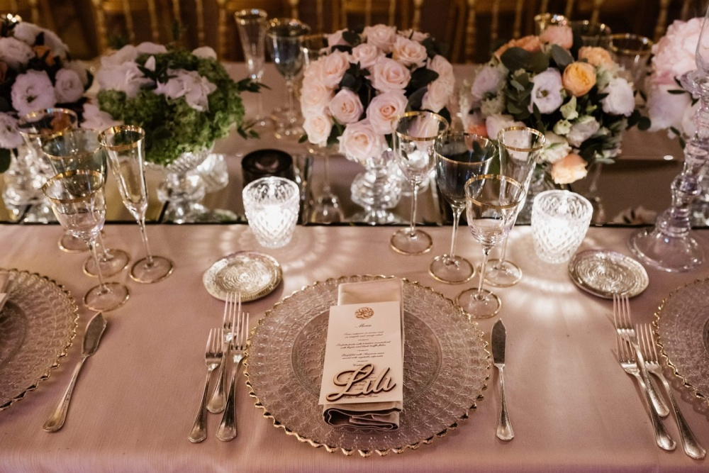 Table decor with cutglasses chargers, printed menu, pink flowers and mirrors