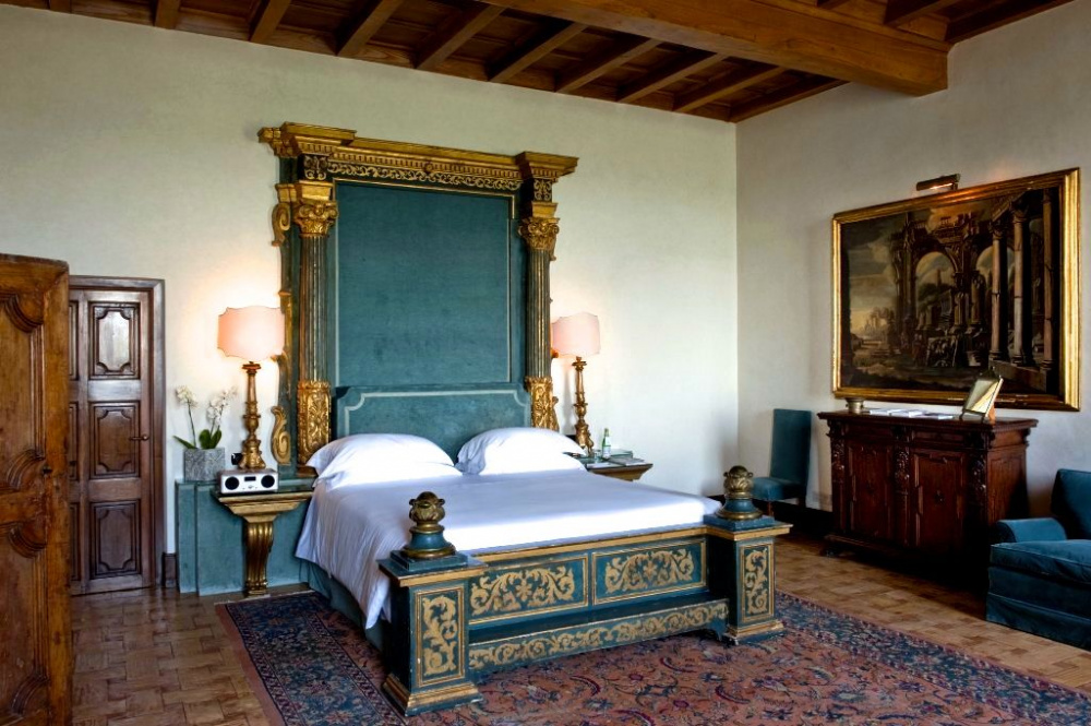 renaissance bedroom of the medici's suite renaissance bed with gold and wood decors for newlyweds
