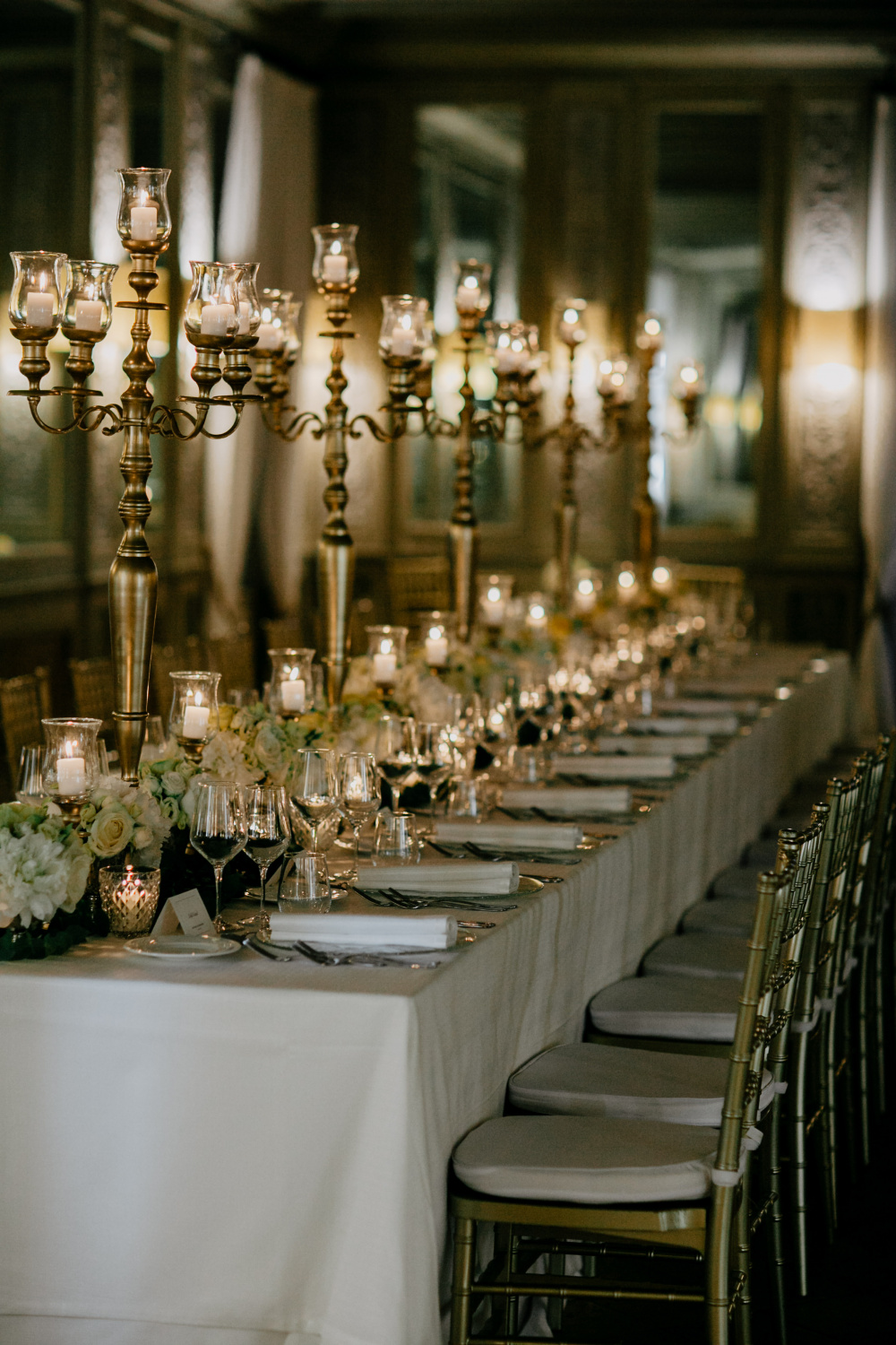 Rectangular table with gold decoration for weddings in Rome