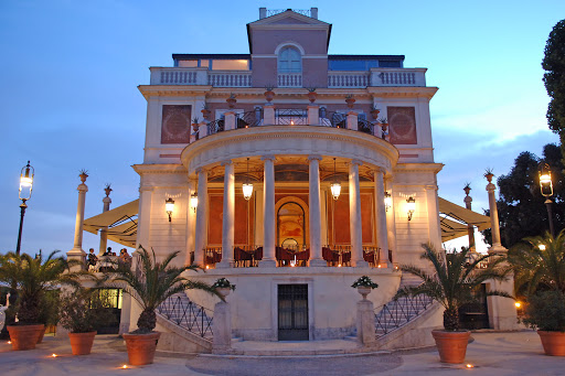 beautiful neoclassical style wedding venue in Rome at the sunset