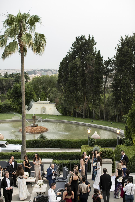 Villa wedding Rome with garden with fountain