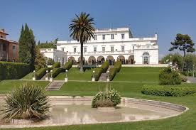 Garden with a fountain with villa wedding Rome view