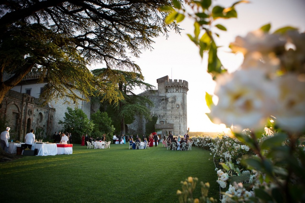 Castle with garden and flowers for wedding cocktail and ceremony