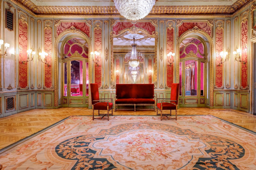 luxury ballroom richly adorned with beautiful chandeliers fine red and gold decors very impressive perfect wedding