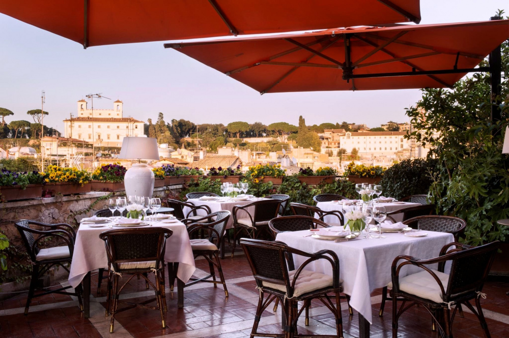 greeny restaurant's rooftop terrace dinner set-up overlooking magical rome perfect wedding set