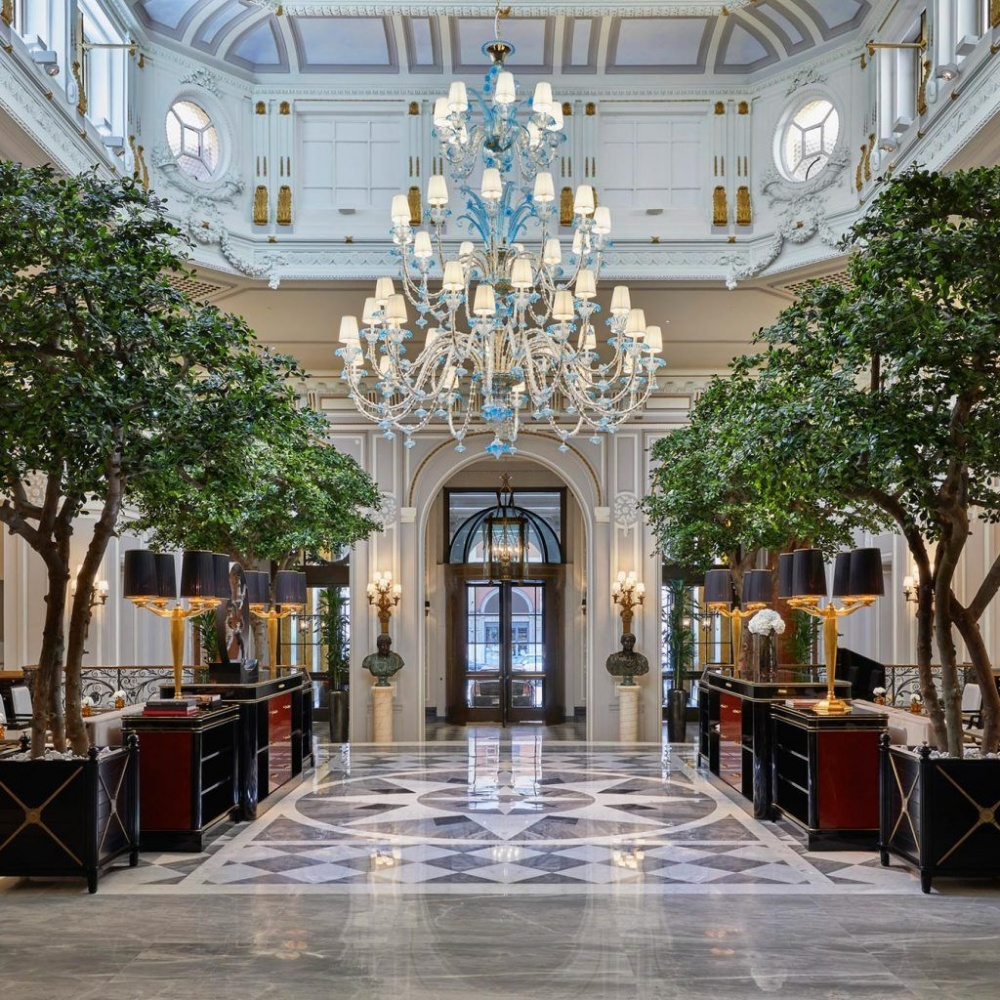 Wedding venue in Rome entrance with plants and luxury decors