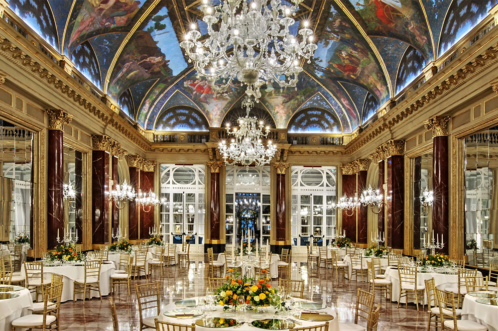 beautiful baroque ballroom with marbles, chandeliers and wedding setup