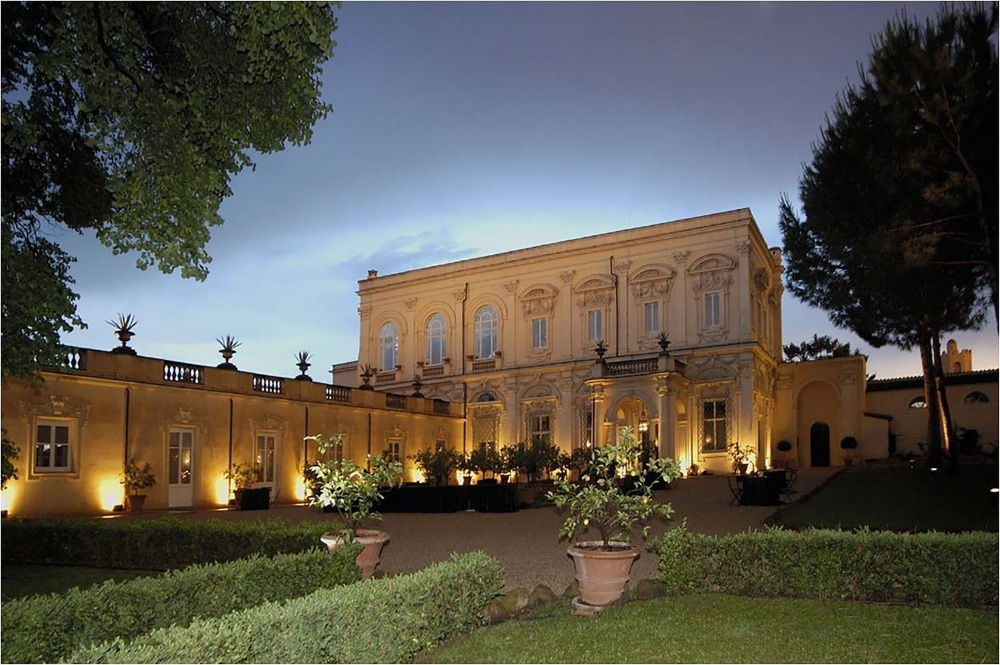 Wedding villa in Rome with italian style garden view at the sunset